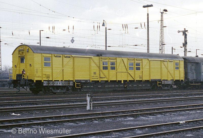 http://www.bahndienstwagen-online.de/bahn/BDW/BDWBA/jpg300/388/030HGHmbWilhelmsbgJan1977FotoBWiesmueller.jpg